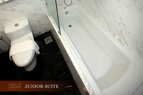 JUNIOR SUITE TOILET 1